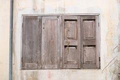 пакостное старое окно стоковые изображения