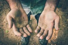 Пакостные руки человека работника - ретро стиль Стоковая Фотография RF