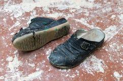 пакостные старые ботинки Стоковое фото RF