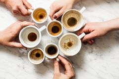 Пакостные чашки кофе afterparty Стоковые Фото