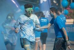 Пакостные люди бежать на беге цвета Стоковая Фотография
