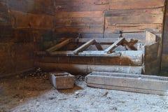 Пакостный амбар с кормушкой для животных Стоковое Изображение RF