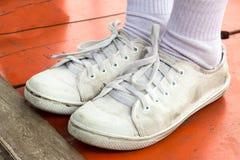 Пакостный белый ботинок Стоковые Фотографии RF