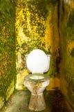 Пакостный вне - - туалет воды обслуживания Стоковые Фотографии RF