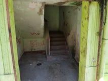 Пакостный вход дома стоковое фото rf