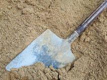 Пакостный лопаткоулавливатель на песке Стоковое Изображение RF