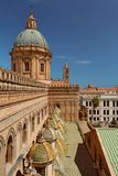 ПАЛЕРМО, СИЦИЛИЯ, ИТАЛИЯ - крыша собора Стоковое фото RF