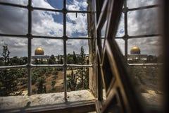 Палестинские христиане на церков St Porphyrius в Газа стоковые фотографии rf