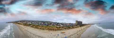 Палисады La Jolla паркуют воздушную панораму на заходе солнца, Сан-Диего, CA стоковые фотографии rf