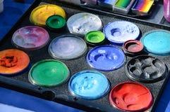 Палитра красок для макияжа тела и стороны стоковые изображения