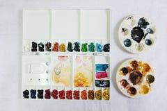 Палитра палитры акварели и круга акриловых красок цвета Стоковое Изображение RF