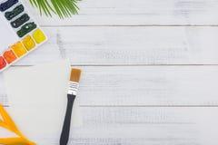 Палитра, чистый лист бумаги и paintbrush акварели Стоковая Фотография