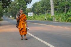 Паломник bhikkhu буддийского монаха в Таиланде Стоковое Фото