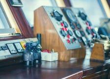 Палуба навигации и капитан кабина внутренности биноклей Стоковое Изображение RF