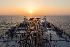 Палуба нефтяного танкера во время sunrisre Стоковые Фото