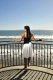палуба gazing женщина моря Стоковые Фотографии RF