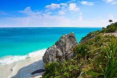 Пальма пляжа бирюзы Tulum в Майя Ривьеры на майяском Стоковые Изображения RF