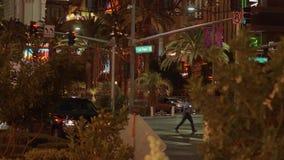 Пальмы на Лас Вегас Боулевард загорелись на ноче - США 2017 видеоматериал