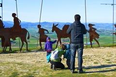 Памплона, Испания - 2-ое апреля 2015: Памплона, мальчик представляя для фото Стоковое Изображение