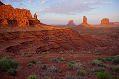 Памятники Mittens Юты Аризоны долины памятника дезертируют ландшафт стоковое фото