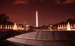 Памятник Вашингтона и мемориал Второй Мировой Войны на ноче Стоковое Изображение RF