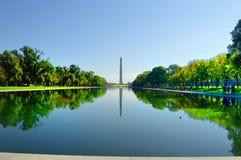 Памятник Вашингтона отражая в бассейне Стоковые Фотографии RF