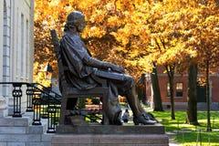 Памятник Джон Гарвард стоковые изображения