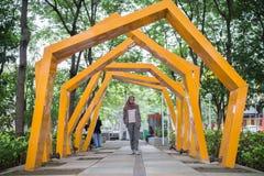 Памятник Индонезия ратуши Malang женщины Hijab коллежа стоковое фото
