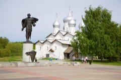 Памятник к Александру Nevsky на церков Borisoglebskaya novgorod церков аукциона предположения veliky стоковое фото