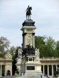 Памятник к Альфонс XII в парке Buen Retiro, один из самых больших парков города Мадрида, Испания стоковое изображение