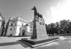 Памятник к великому князю Gediminas который известно основали Вильнюс в 1323 и который было также великим князем Литвы, Вильнюса стоковые фото
