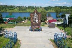 Памятник к группе войск солдат-интернационалистов западной, солнечному дню в июле Tutaev, зона Yaroslavl стоковое изображение