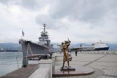 Памятник к жене матроса Адмирал Kutuzov военного корабля Зона порта рекламы моря Novorossiysk Стоковая Фотография
