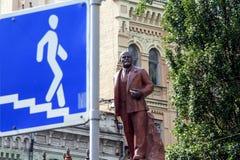 Памятник к известному советскому политичному Ленину в Киеве стоковое фото
