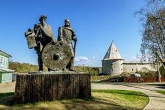 Памятник к принцам Рюрику и Oleg вещим в старом Lado Стоковое Изображение RF