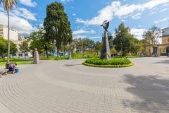 Памятник к французскому геодезическому парку Кито Almeda полетов стоковые изображения rf
