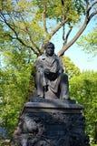 Памятник к Krylov в саде лета Стоковые Изображения RF