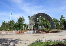 Памятник к Rudaki в парке Rudaki, городе Душанбе, Таджикистане Стоковое фото RF
