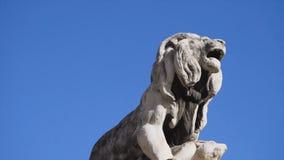 Памятник льва в Италии шток Один из 4 белых каменных львов памятника предназначенного к добродетелю мучеников Стоковые Фотографии RF