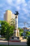 Памятник на фонтане Риги в малом парке перед железнодорожным вокзалом Rizhskiy в Москве Стоковые Изображения