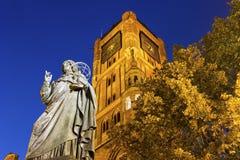 Памятник Николая Коперника, Торун, Польша Стоковая Фотография