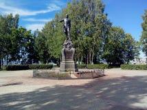 Памятник Петру I на обваловке Lake Onega в Петрозаводске, России стоковая фотография rf