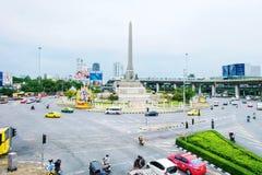Памятник победы Транспорт шиной, автомобилем и мотоциклом на Бангкоке, Таиланде стоковая фотография rf