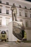 Памятник президенту Lech Kaczynski который умер авиационная катастрофа Смол стоковое изображение
