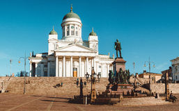 Памятник собора и a лютеранина к Александру II на сенаторе стоковые изображения