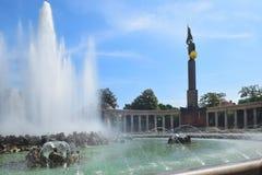 Памятник советских solider и фонтана, квадрата Schwarzenberg, вены Стоковые Фотографии RF