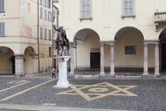 Памятник солнечному королю Regisole в Павии, Италии стоковая фотография rf