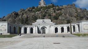 Памятник с квадратом и горой на заднем плане Стоковое Изображение RF