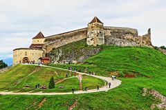 Памятник Трансильвания Румыния цитадели Râșnov исторический стоковые изображения rf