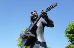 Памятник Baris Akarsu в парке стоковое изображение